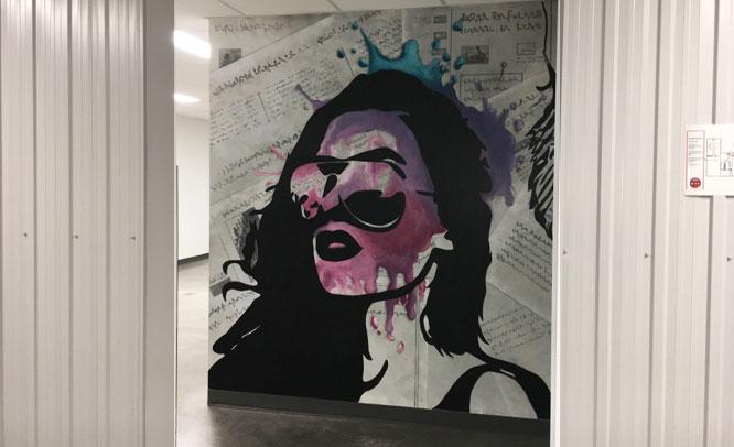 peinture-murale-salle-de-bain-cetal-femme-1