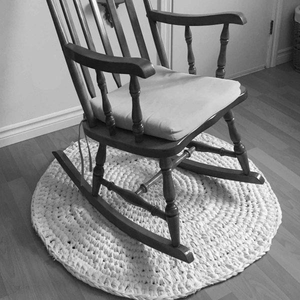 carpette-ronde-macrame-chaise-bercante
