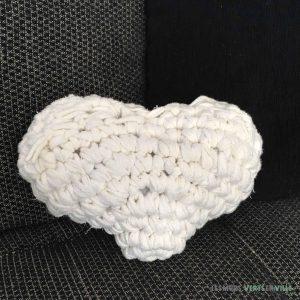 coussin-coeur-crochet